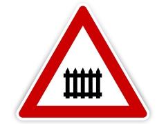 Schild: beschrankter Bahnübergang