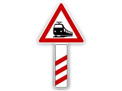 Schild: 240m vor Bahnübergang