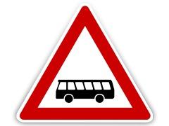 Schild: Erhöhtes Kraftomnibus Aufkommen